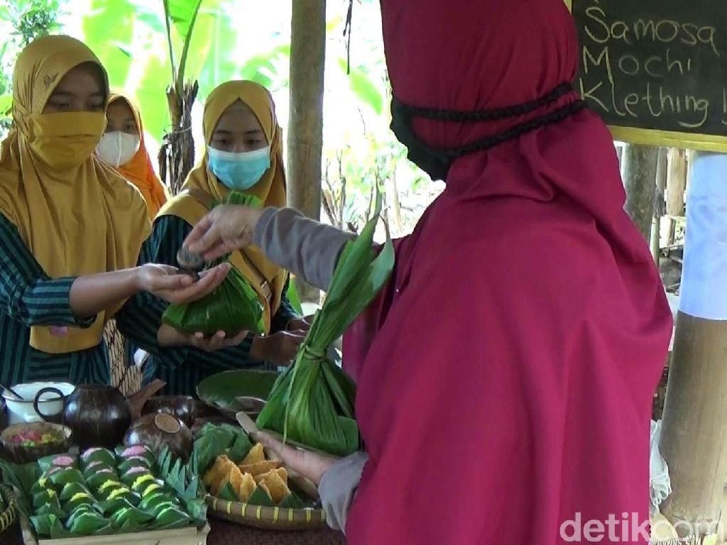 Uniknya Pasar Rengrang yang Menjual Beragam Jajanan Pasar Tempo Dulu