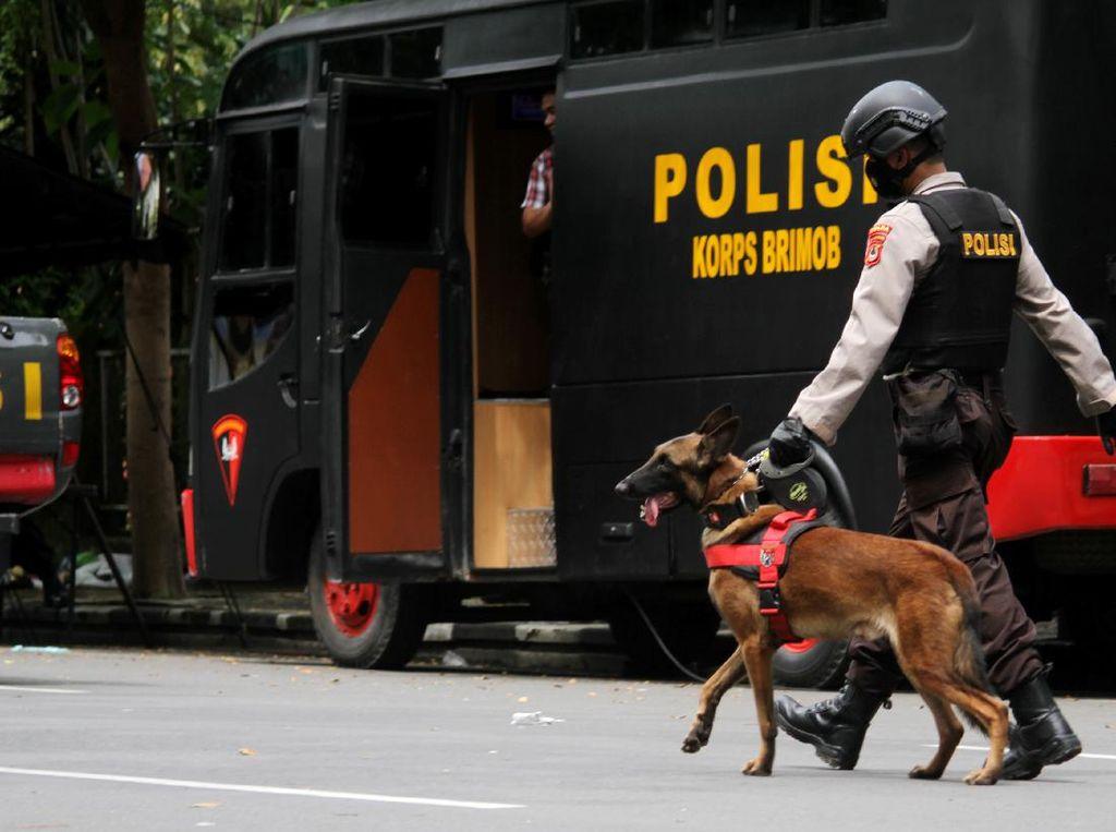 Teroris Ditembak Mati Jaringan Pasutri Bomber Makassar, Menyerang Polisi