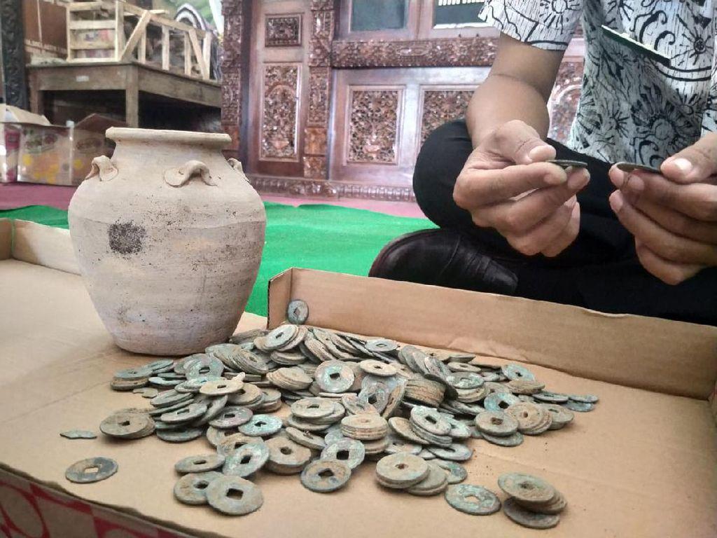 Guci Isi Ratusan Uang Kepeng Diduga Asal China Ditemukan di Jepara