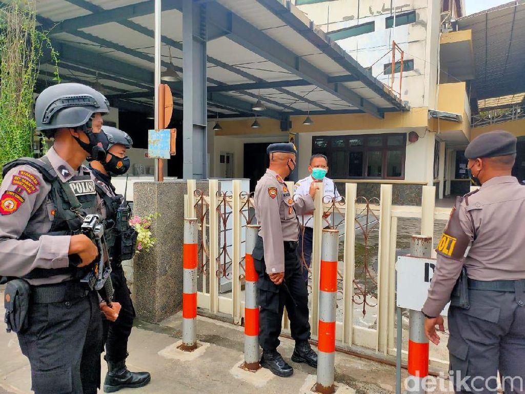 Polisi Patroli Skala Besar Tingkatkan Kewaspadaan Gereja di Surabaya