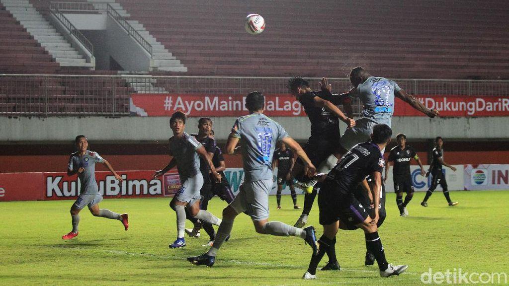 Persib Libas Persita 3-1