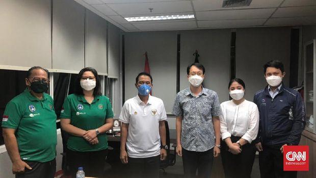 Plt Sekjen PSSI, Yunus Nusi dkk menerima kedatangan perwakilan Kedutaan Besar Korea Selatan di Kantor PSSI.