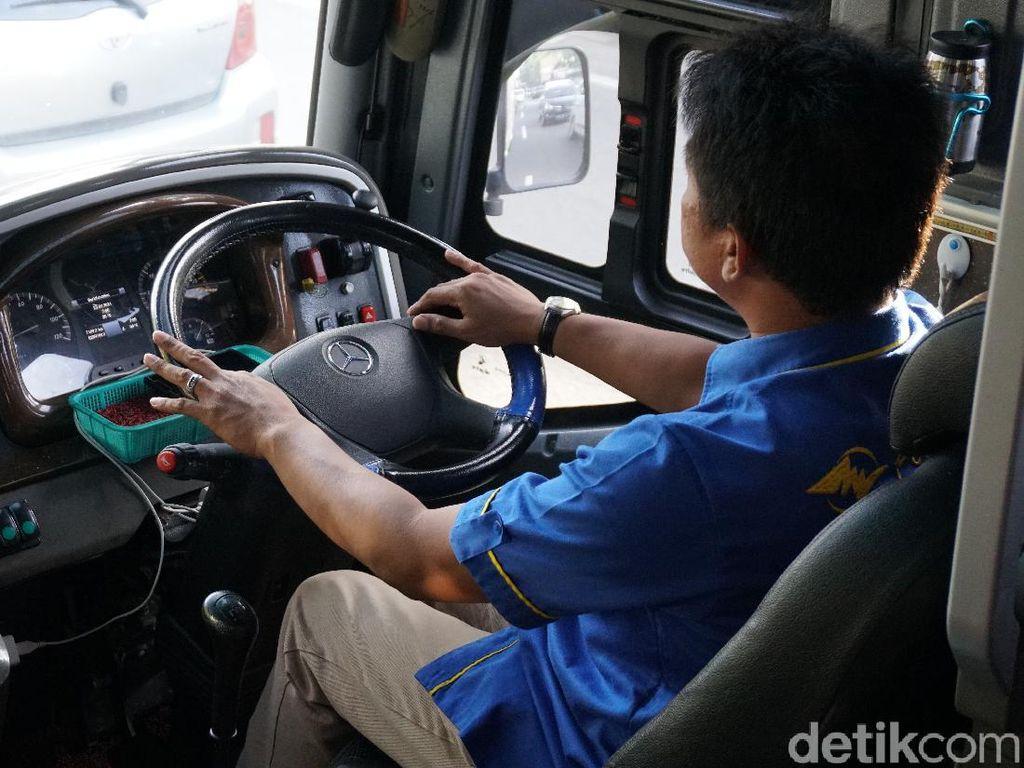 Biar Sopir Nggak Capek, Ada Driver Pinggir dan Driver Tengah di Bus AKAP, Apa Itu?