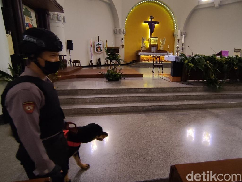 Pasca Bom Bunuh Diri Makassar, Akses Gereja KatedralSemarang Dijaga Ketat