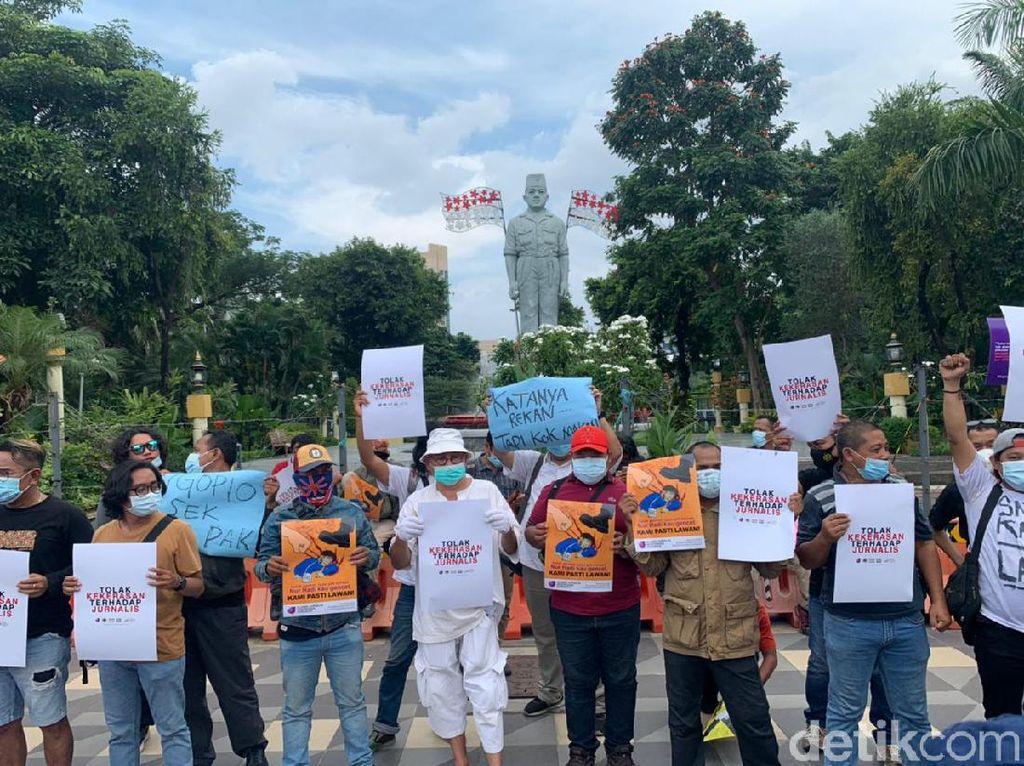 Wartawan Surabaya Demo Minta Polisi Usut Tuntas Kekerasan pada Jurnalis Tempo