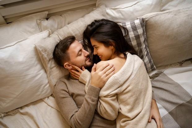 Jika kamu memikirkan bagian tubuh yang bisa merangsang pria, mungkin kamu langsung berpikir pada bagian intimnya.