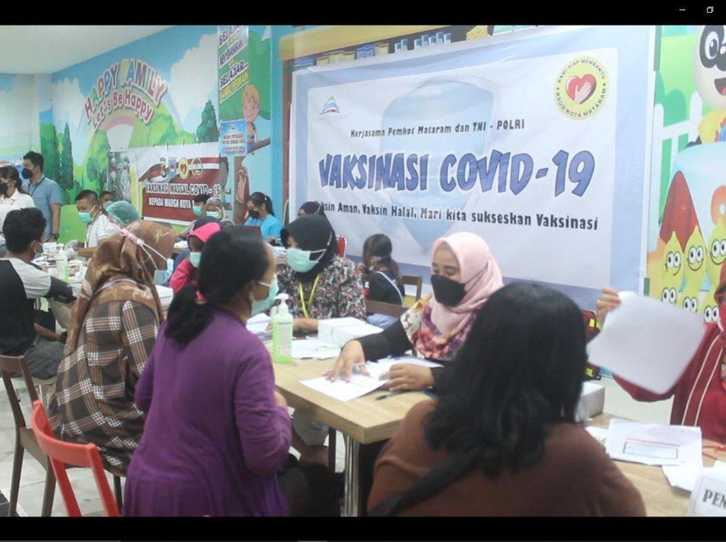 Pusat Perbelanjaan di Kota Mataram Jadi Tempat Vaksinasi Massal