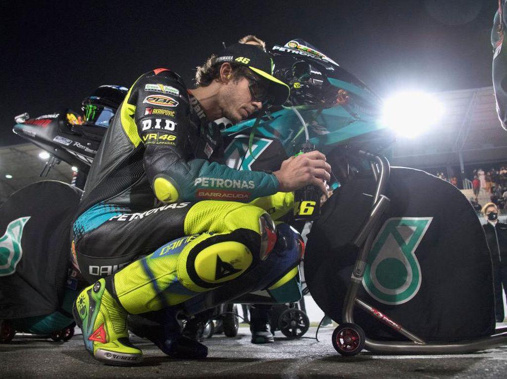 MotoGP Qatar: Bukan Cuma Valentino Rossi yang Keluhkan Ban Belakang