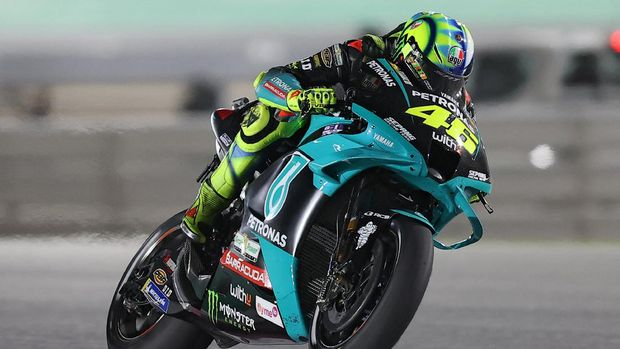 Petronas Yamaha SRT's Italian rider Valentino Rossi drives during the Moto GP Qatar Grand Prix at the Losail International Circuit, in the city of Lusail on March 28, 2021. (Photo by KARIM JAAFAR / AFP)