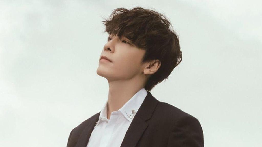 8 Foto Donghae Super Junior, Idol KPop yang Jadi Model Video Klip Rossa