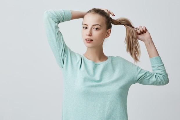 cara mengatasi rambut bau saat berhijab