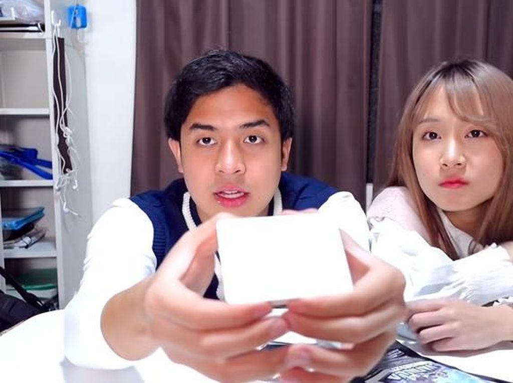 Jerome Polin dan Erika eks JKT48 Cicipi Roti hingga Es Krim Luar Angkasa