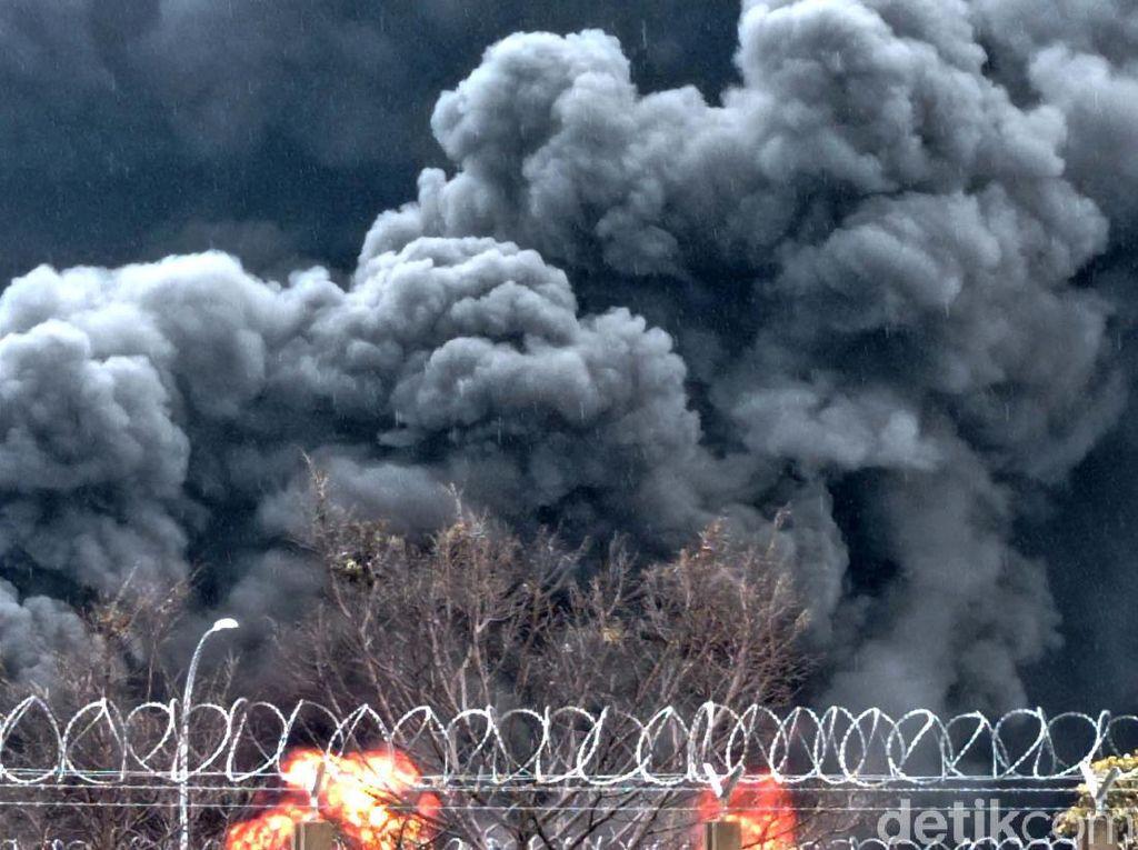Jabar Banten Hari Ini: Dugaan Penyebab Kebakaran Kilang-Perampok Tembak Pengisi ATM