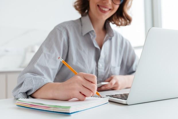 Membuat perencanaan baru bisa membantu kamu mengatur kembali kesibukan yang sedang berantakan.