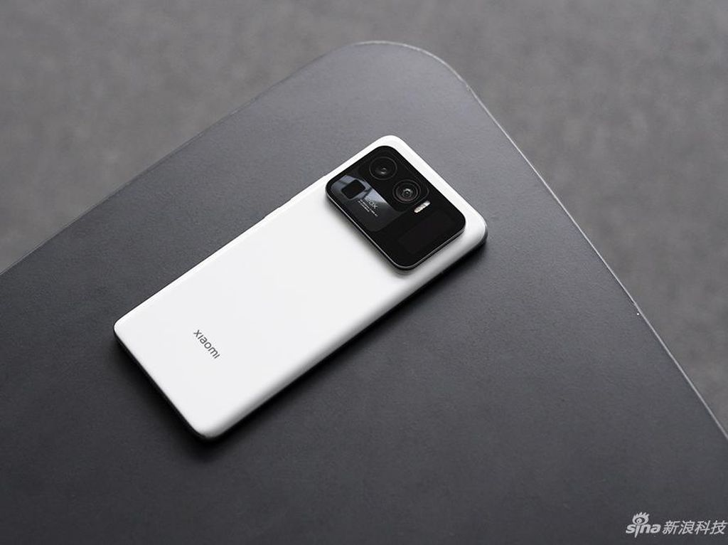 Desain Xiaomi Mi 11 Ultra yang Unik Punya Spesifikasi Aduhai