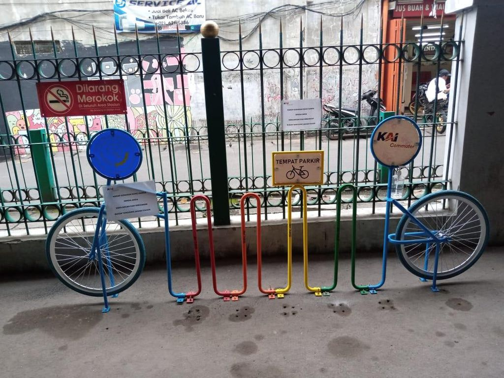 #ParkirUntukSepeda Kosong di Stasiun Jayakarta Jakarta