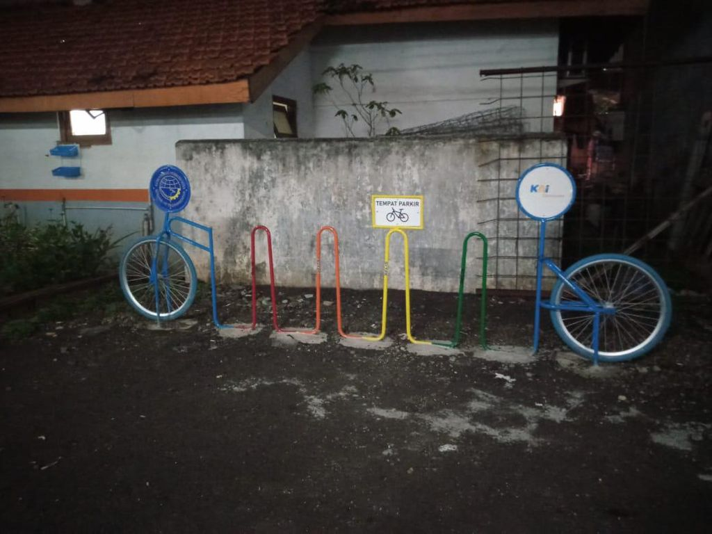 Seperti di Jayakarta, #ParkirUntukSepeda di Stasiun Kebayoran Kosong