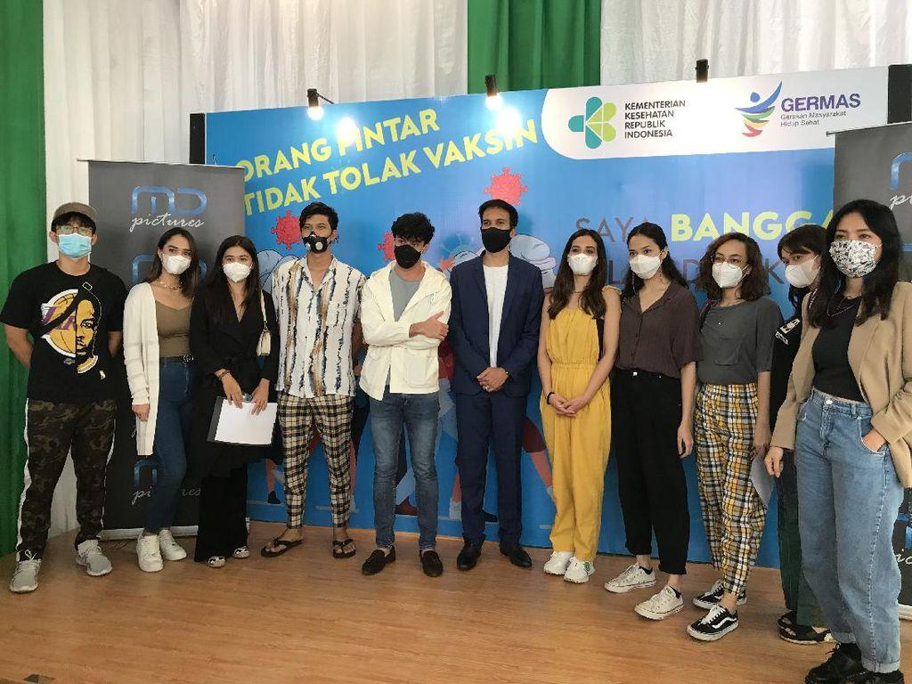 Reza Rahadian dan Pekerja Film Jalani Vaksin di Hari Film Nasional