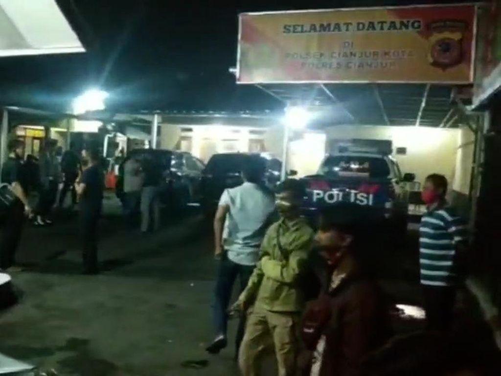 Senggolan di Jalan, Anggota Polsek Cianjur Dihajar Sejumlah Pria Mabuk