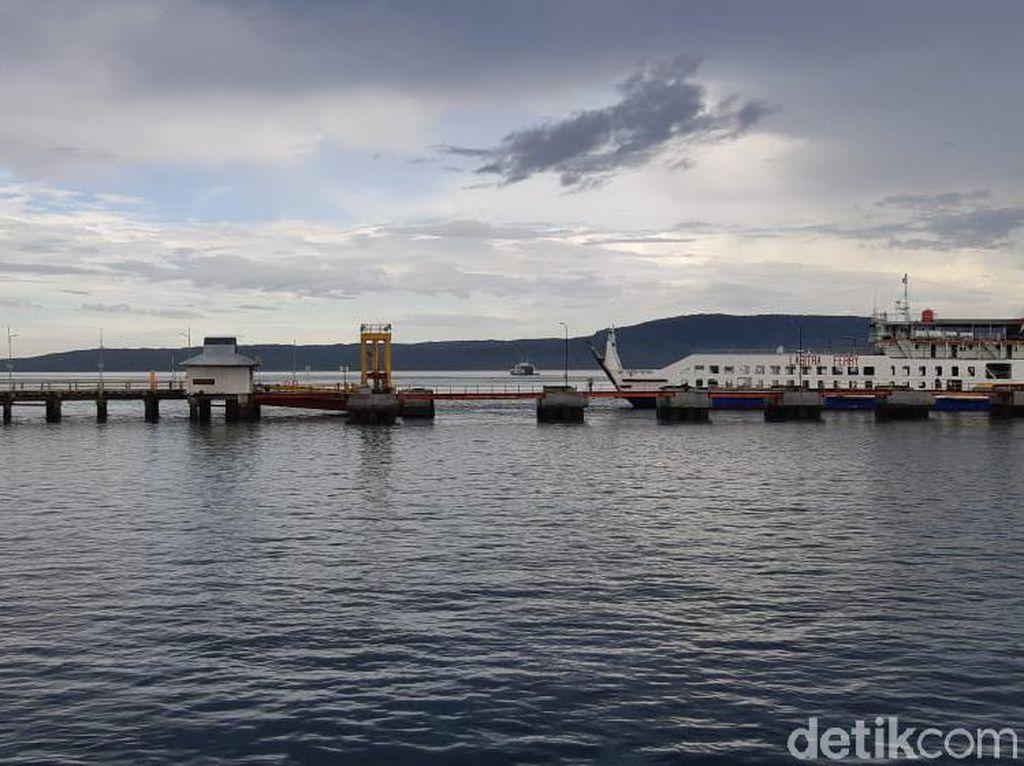 Hari Ini Pelabuhan Ketapang Banyuwangi Sepi, Ada Pengemis Selam