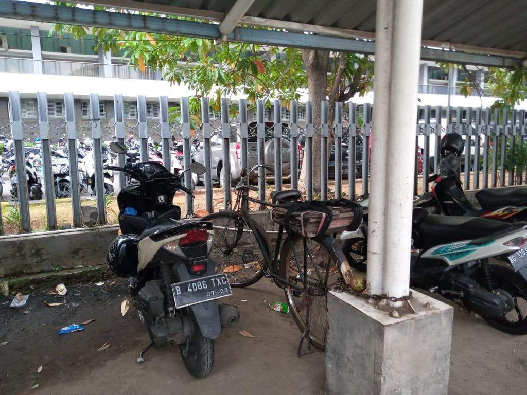 Disebut Sediakan Rak, Tak Terlihat #ParkirUntukSepeda di Stasiun Kota