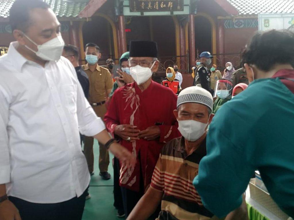 Tuntaskan 1.000 Vaksin, Eri Sebut Warga Surabaya Bisa Tarawih dan Paskah