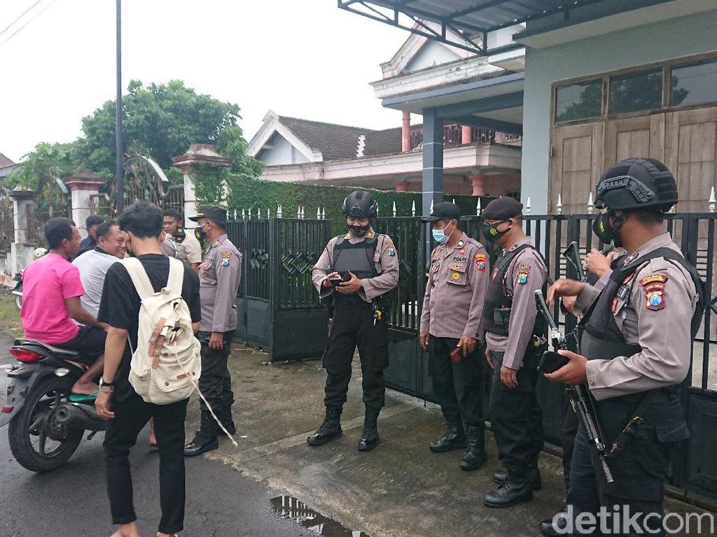 Densus 88 Gerebek Terduga Teroris di Tulungagung