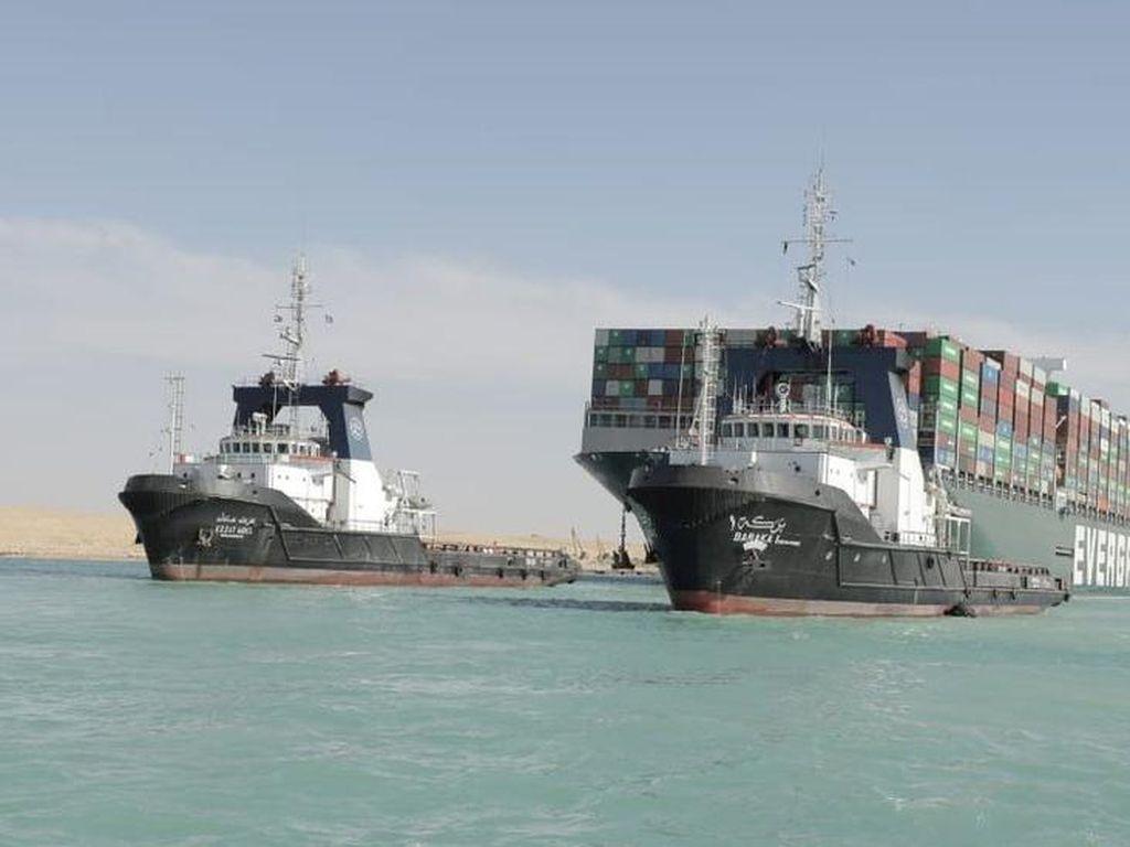 Kapal Raksasa yang Kandas Berhasil Bebas, Terusan Suez Kembali Dibuka