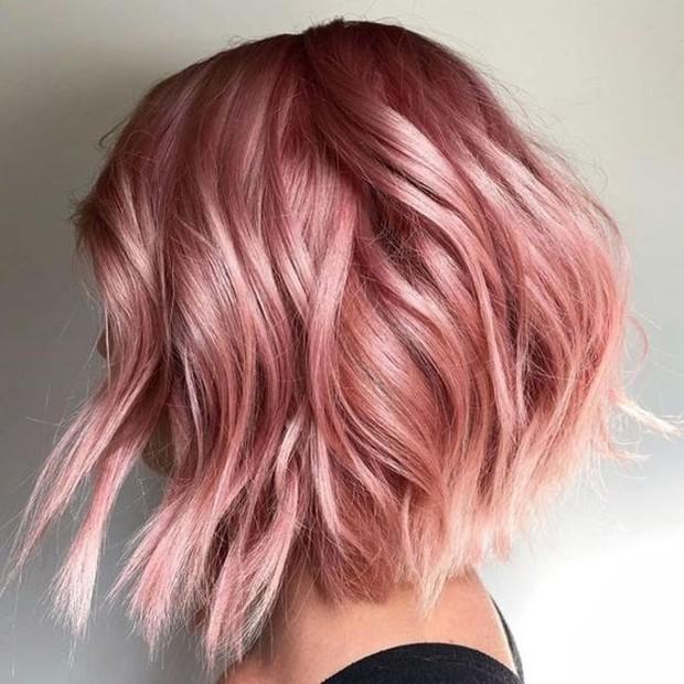 Contoh pewarnaan rambut dengan warna rosegold