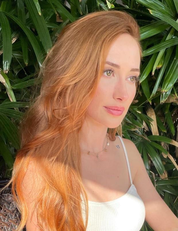 Contoh pewarnaan rambut dengan warna tiger daylily