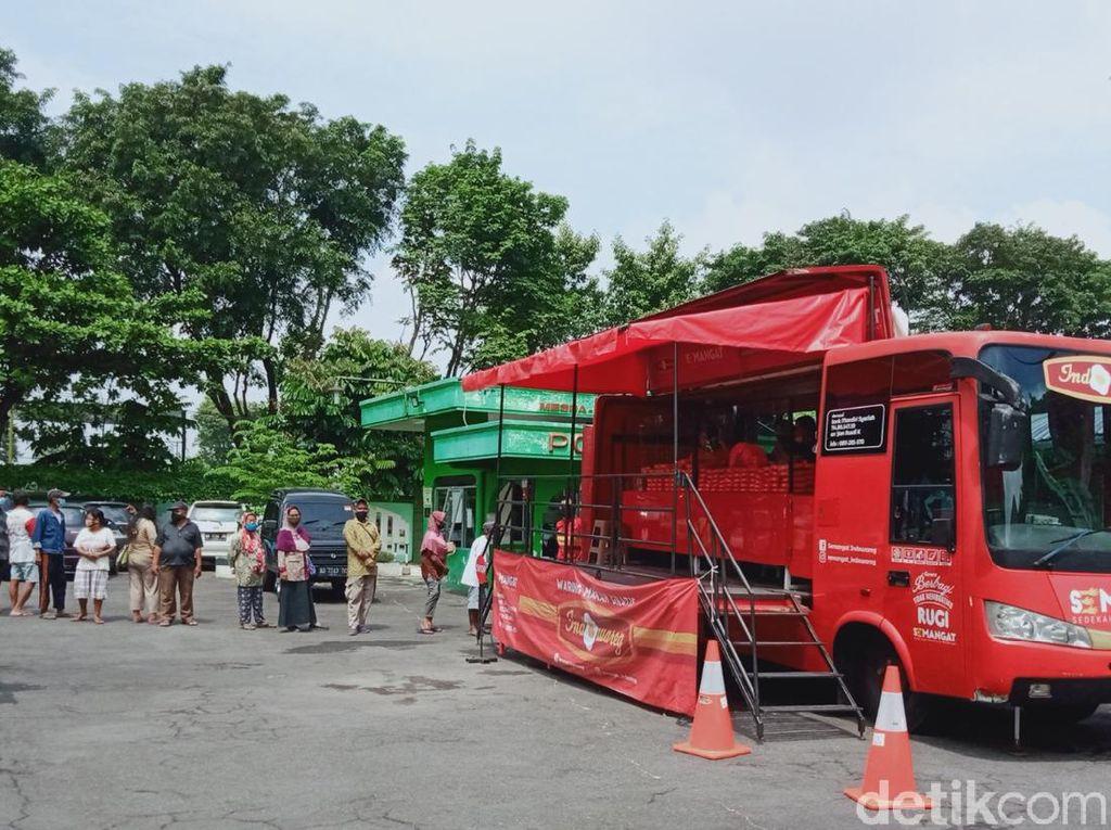 Bus Makan Gratis Indowareg Salurkan 9.600 Nasi Kotak Saat Pandemi COVID-19
