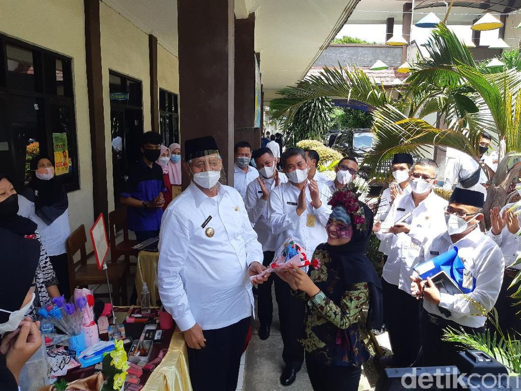 Gubernur Banten Targetkan Vaksinasi Guru Tuntas April 2021