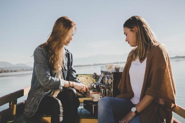 Yang harus kamu waspadai adalah hubungan mu dan sahabat mu sendiri