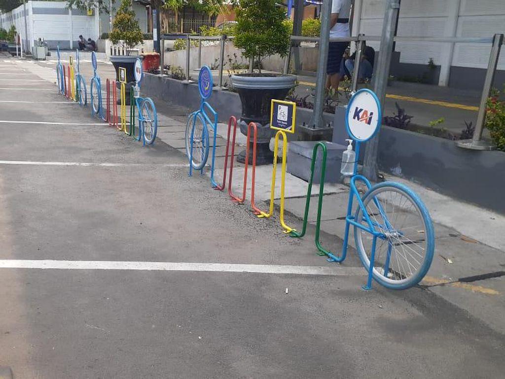 Rak #ParkirUntukSepeda di Stasiun Senen-Klender-Buaran Sepi Pengguna