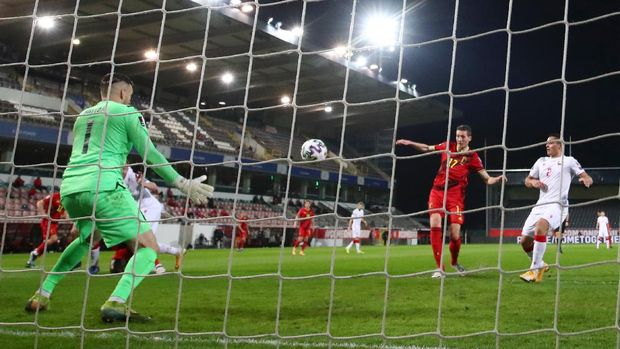 LEUVEN, BELGIUM - MARCH 30: Hans Vanaken of Belgium scores their side's second goal past Alyaksandr Hutar of Belarus during the FIFA World Cup 2022 Qatar qualifying match between Belgium and Belarus at The King Power Stadium, Den Dreef on March 30, 2021 in Leuven, Belgium. Sporting stadiums around Belgium remain under strict restrictions due to the Coronavirus Pandemic as Government social distancing laws prohibit fans inside venues resulting in games being played behind closed doors. (Photo by Dean Mouhtaropoulos/Getty Images)
