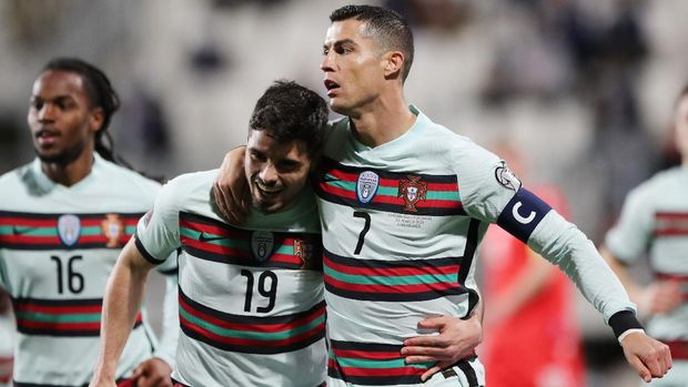 Soccer Football - World Cup Qualifiers Europe - Group A - Luxembourg v Portugal - Stade Josy Barthel, Luxembourg - March 30, 2021 Portugal's Cristiano Ronaldo celebrates scoring their second goal with teammates REUTERS/Pascal Rossignol