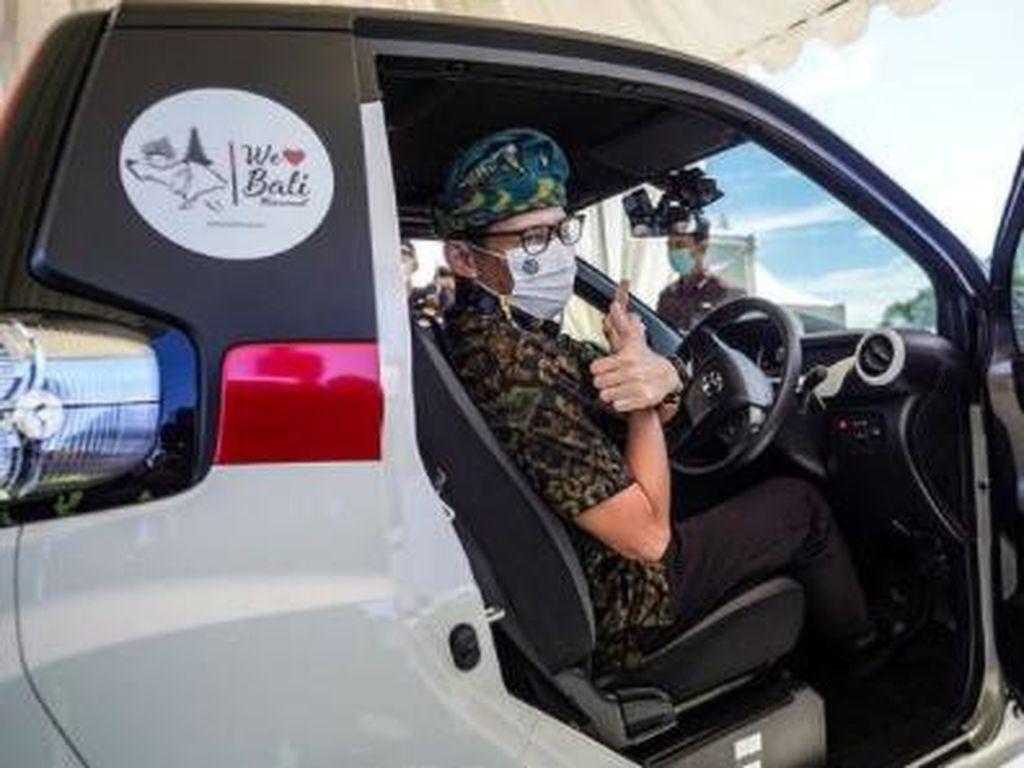 Sandiaga Uno Jajal Mobil Listrik Mungil Toyota