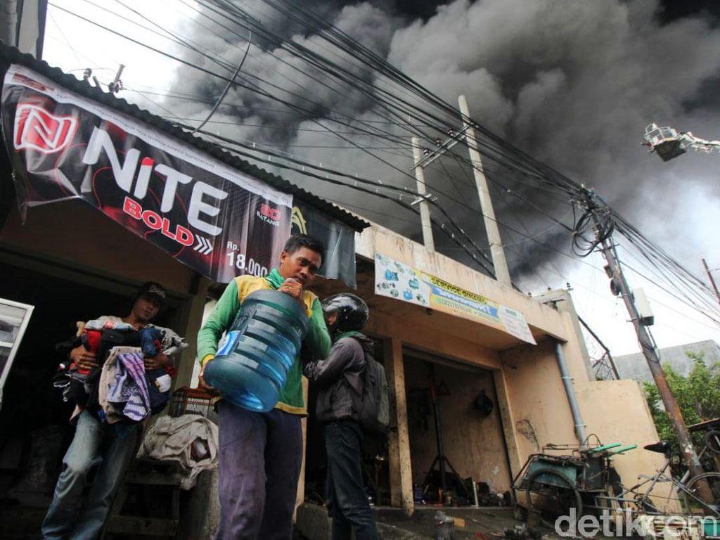 Pabrik Plastik di Surabaya Terkabar