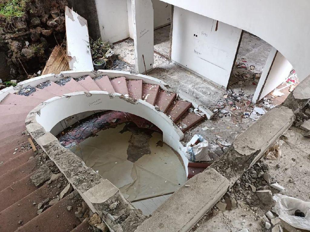 Urutan Perencanaan-Pembongkaran Rumah Mewah Kedoya dalam 30 Hari