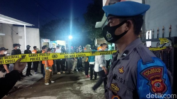 Penggeledahan rumah terduga teroris di Kabupaten Bandung.