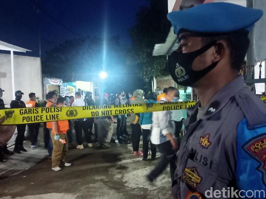 Densus 88 Geledah Rumah Terduga Teroris di Kabupaten Bandung