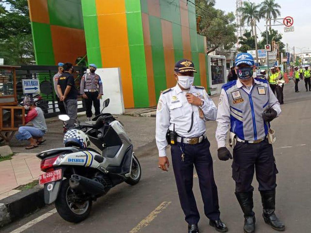 Halau Kendaraan Parkir Liar, Dishub-Polisi Bakal Jaga JPO Balkot Depok