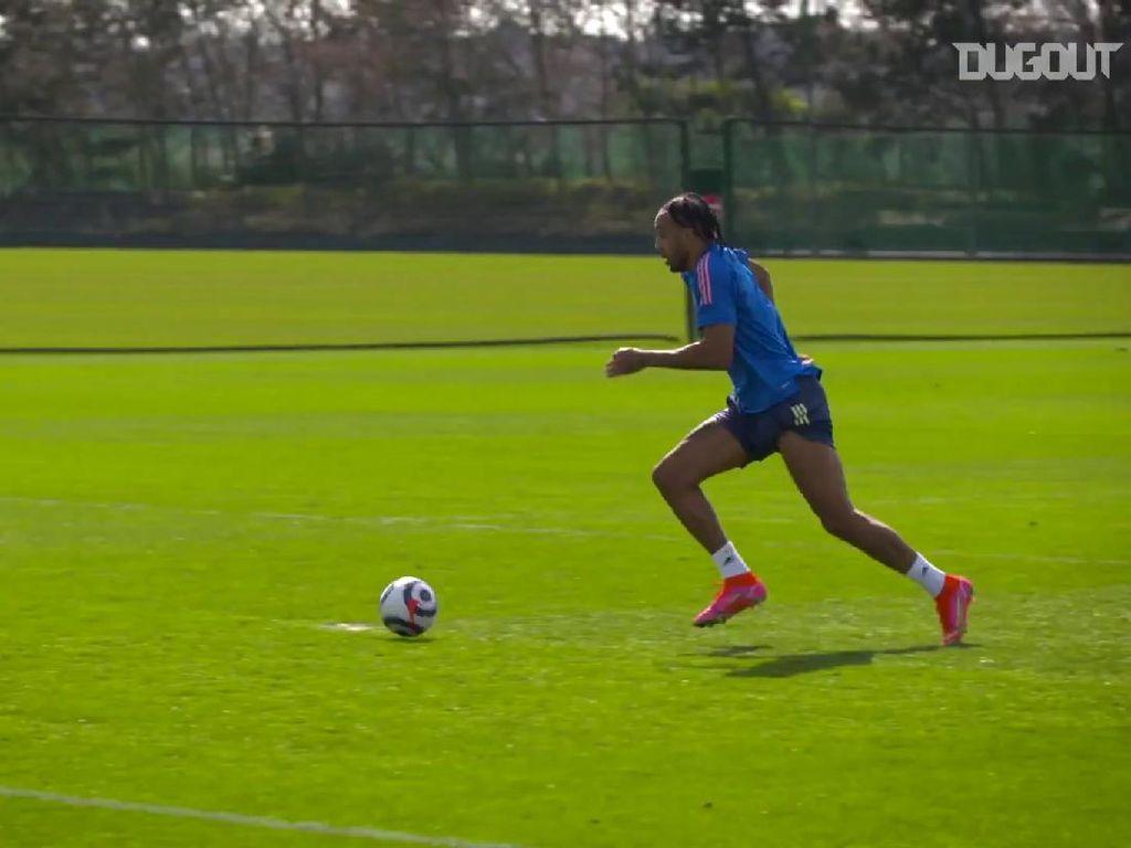 Skill Banget! Begini Gol Cantik Pierre-Emerick Aubameyang Saat Latihan