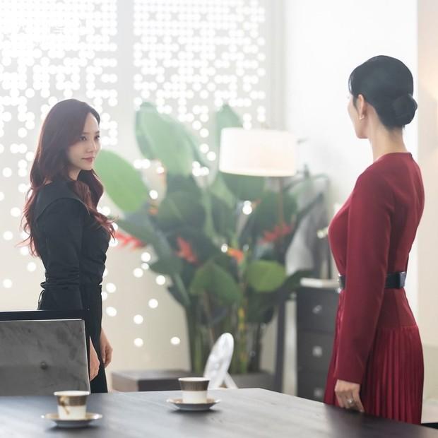 Potongan adegan tokoh Oh Yoon Hee dan Cheon Seo Jin dalam drama Penthouse