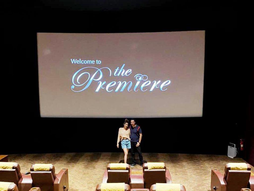 Mewah! Rocky Soraya dan Melissa Booking Satu Studio Bioskop Rayakan Hari Film