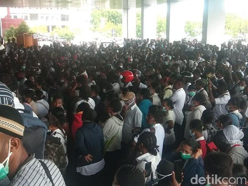 Honorer Pemda Papua Demo Kantor Gubernur, Tuntut Janji Angkat Jadi PNS