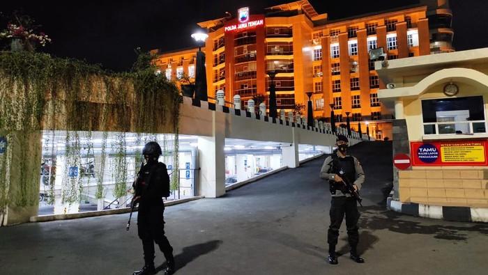 Suasana pengamanan di Polda Jateng, Rabu (31/3/2021) malam.