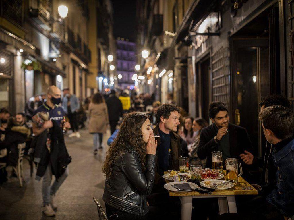 Beda dari yang Lain, Spanyol Bebaskan Turis Datang dan Berpesta