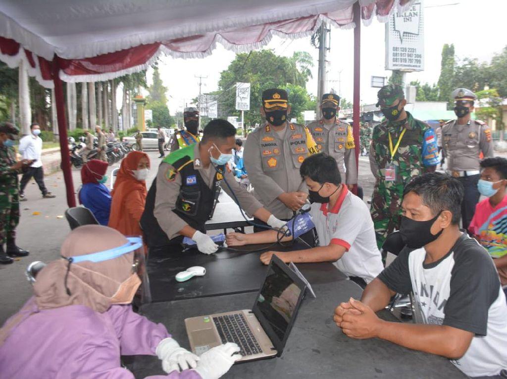Polres & Dinkes Lombok Timur Buka Layanan Vaksinasi Drive Thru