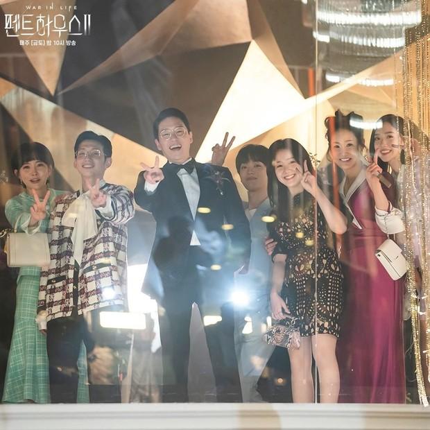 Warga Hera Palace dalam drama Penthouse